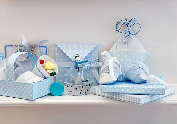 kinder-accessoires - geschenk zur taufe stock-fotos und bilder