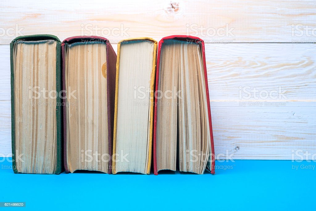 Groupe de livres de la bibliothèque. Connaissances, la Science. image teintée. photo libre de droits