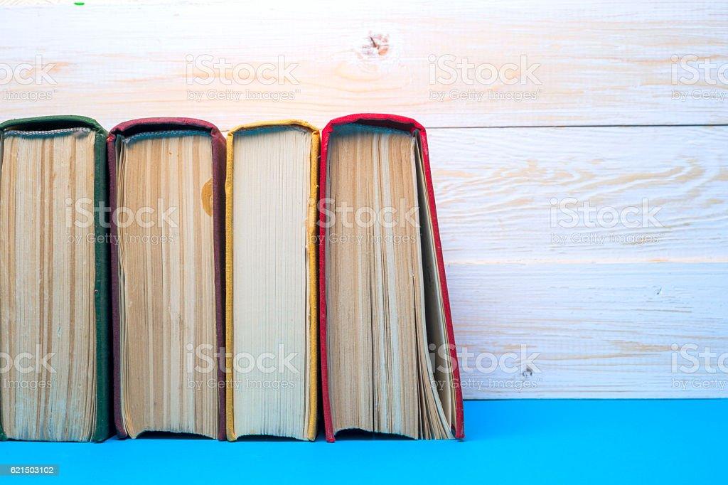 Ein Set von Bücher in der Bibliothek. Wissen, Wissenschaft. Getönt. Lizenzfreies stock-foto