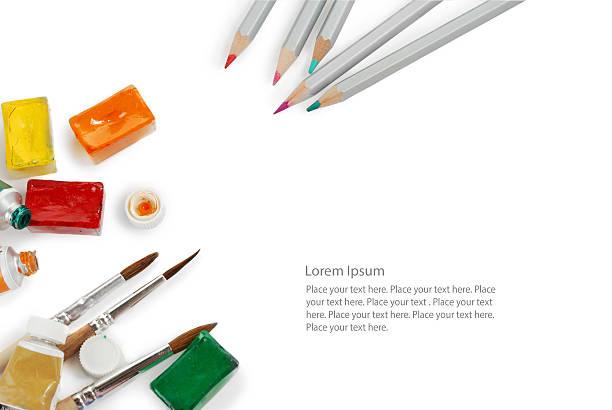 satz von farbe stifte verwendet aquarell boxen, rohre und farbe - kunststoff behälter bemalen streichen stock-fotos und bilder