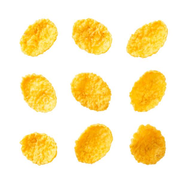 conjunto de primer plano de copos de maíz sobre un blanco. la vista de la parte superior. - corn flakes fotografías e imágenes de stock