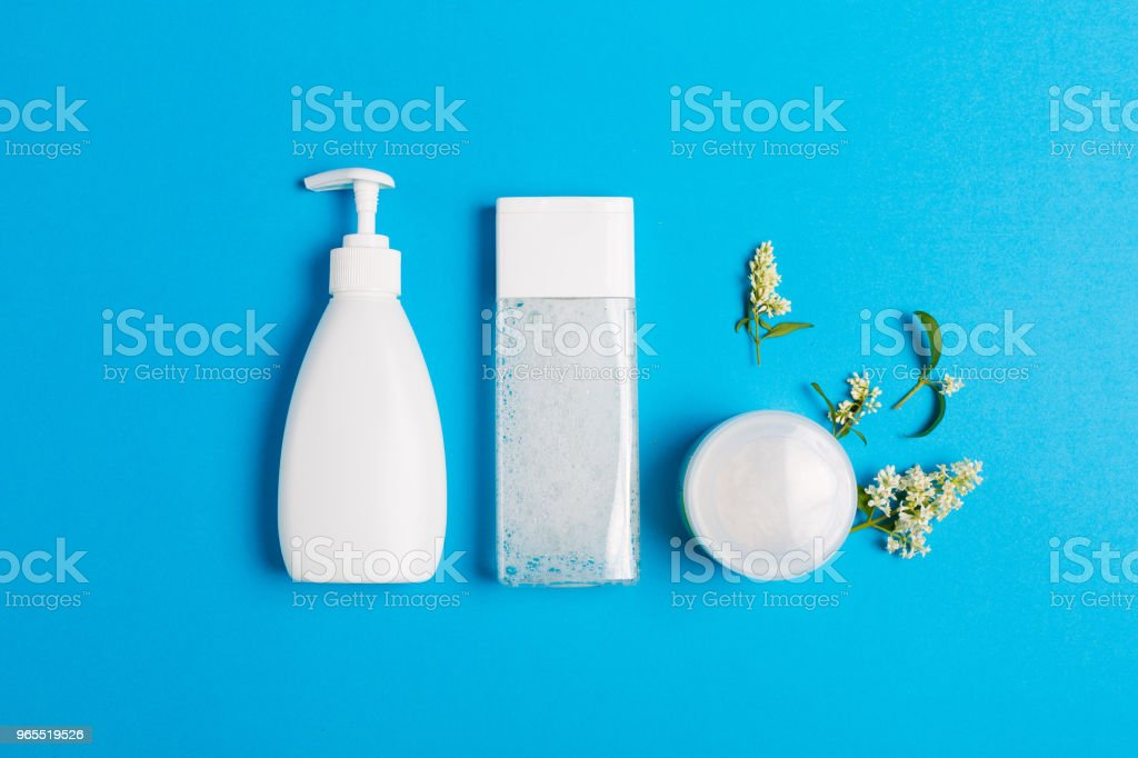Set of cosmetics on a blue background - Foto stock royalty-free di Accudire