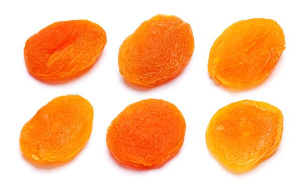 Ensemble de close-up d'abricots secs isolé sur un blanc - Photo
