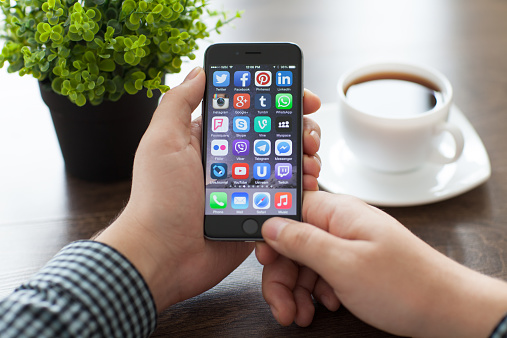 istock Set of famous social networking on the iPhone 6 464443228