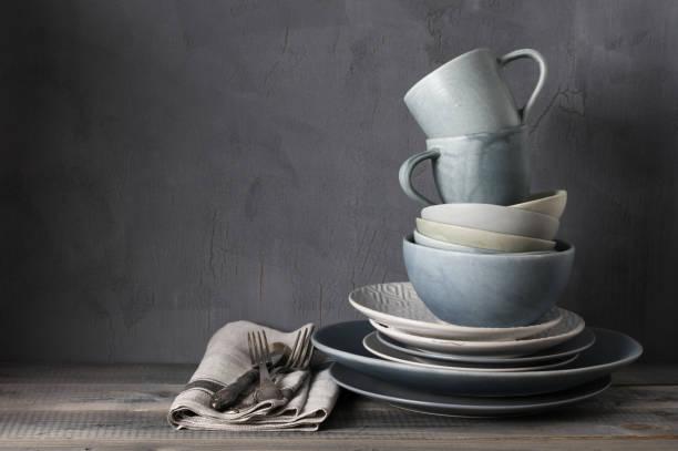 set of grey crockery - landhausstil küche stock-fotos und bilder