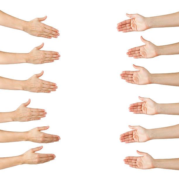 Mujer manos diferentes con apretón de manos aislada en blanco backgr - foto de stock