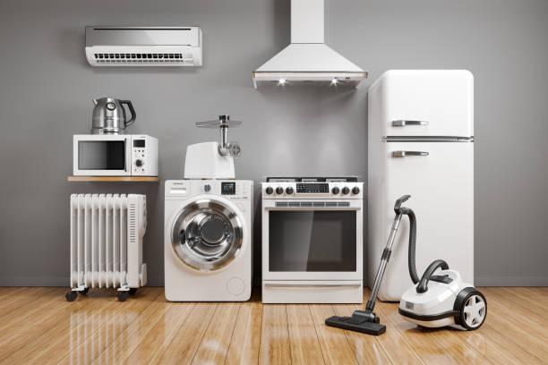 Set von Hausküchengeräten im Zimmer auf dem Wandhintergrund. – Foto