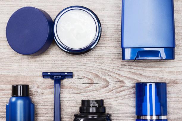 set of male skin care essentials - prodotto per l'igiene personale foto e immagini stock
