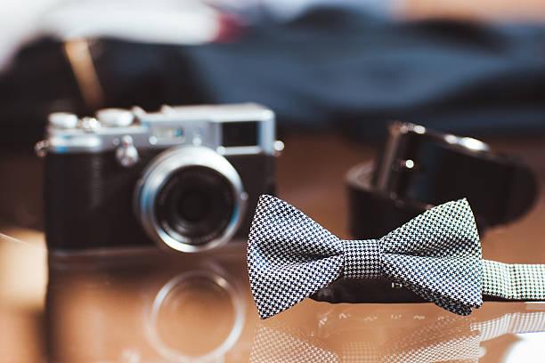 satz von mann's casual accessoires - bräutigam anzug vintage stock-fotos und bilder