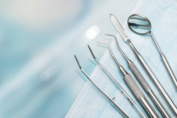conjunto de metal de dentista equipos médicos, herramientas - equipo médico fotografías e imágenes de stock