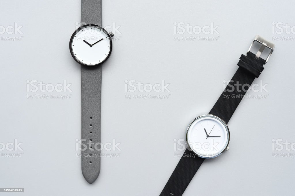 Zestaw wielokolorowych zegarków na rękę dla tła - Zbiór zdjęć royalty-free (Akcesorium osobiste)