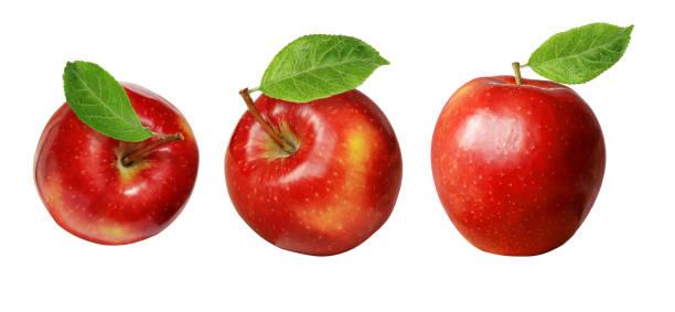 set van rode appels met bladeren - appel stockfoto's en -beelden