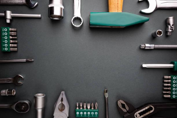 Werkzeugsatz über Schwarz – Foto