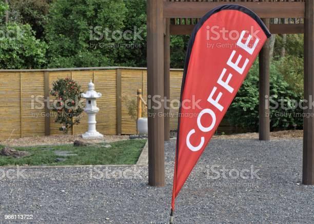 Ställ Utomhus Kaffe Banner I Australien-foton och fler bilder på Australien