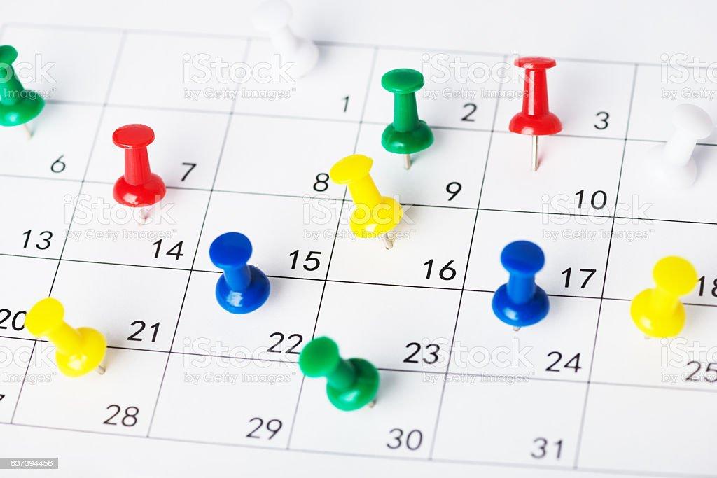 Setting an important date on a calendar - foto de acervo