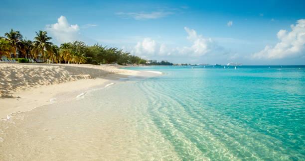 Seven Mile Beach auf der Insel Grand Cayman, Cayman-Inseln – Foto