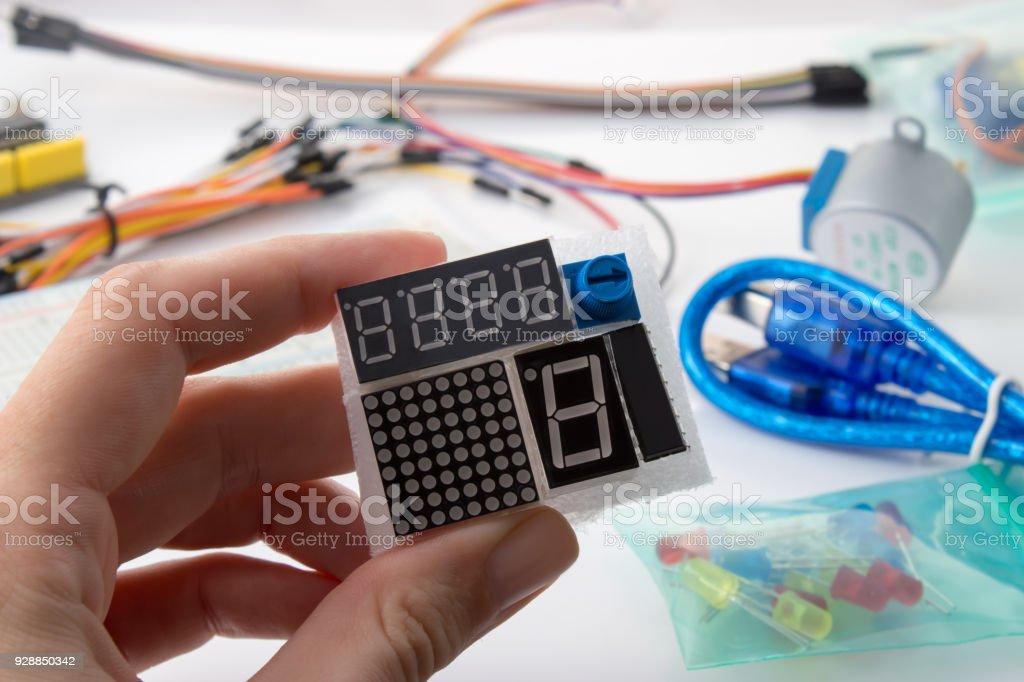Siete indicadores del segmento LED module para chips de automatización - foto de stock