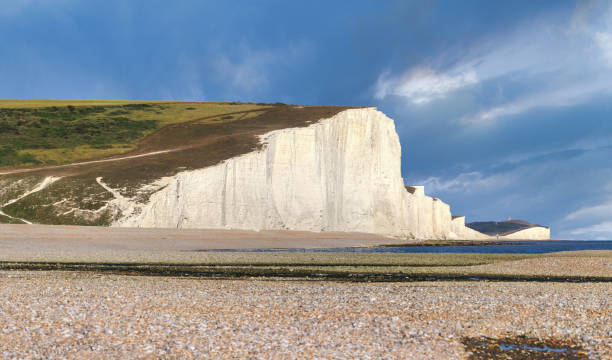 seven sisters country park hoge witte krijtkliffen, east sussex, vk - east sussex stockfoto's en -beelden