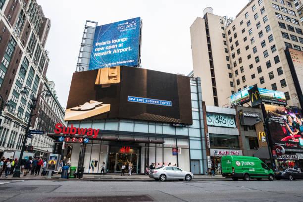 seventh avenue in new york city, usa - auto trennwand stock-fotos und bilder