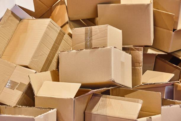 Mehrere Kartons sind wiederverwertet. Nachhaltige Umwelt – Foto
