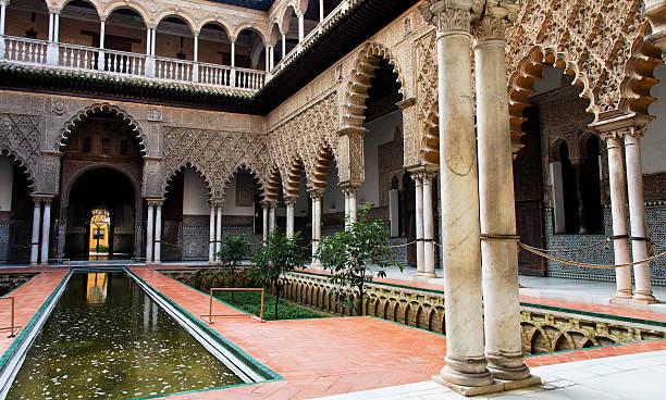Sevilla, Patio de las Doncellas Real alcázar - foto de stock