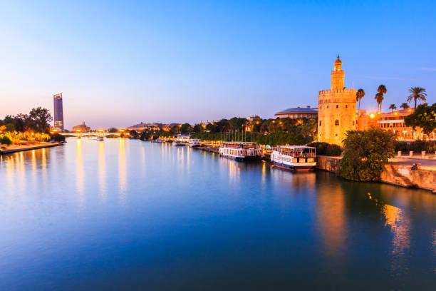 Sevilla, Spanien. Guadalquivir und goldenen Turm (Torre del Oro) – Foto
