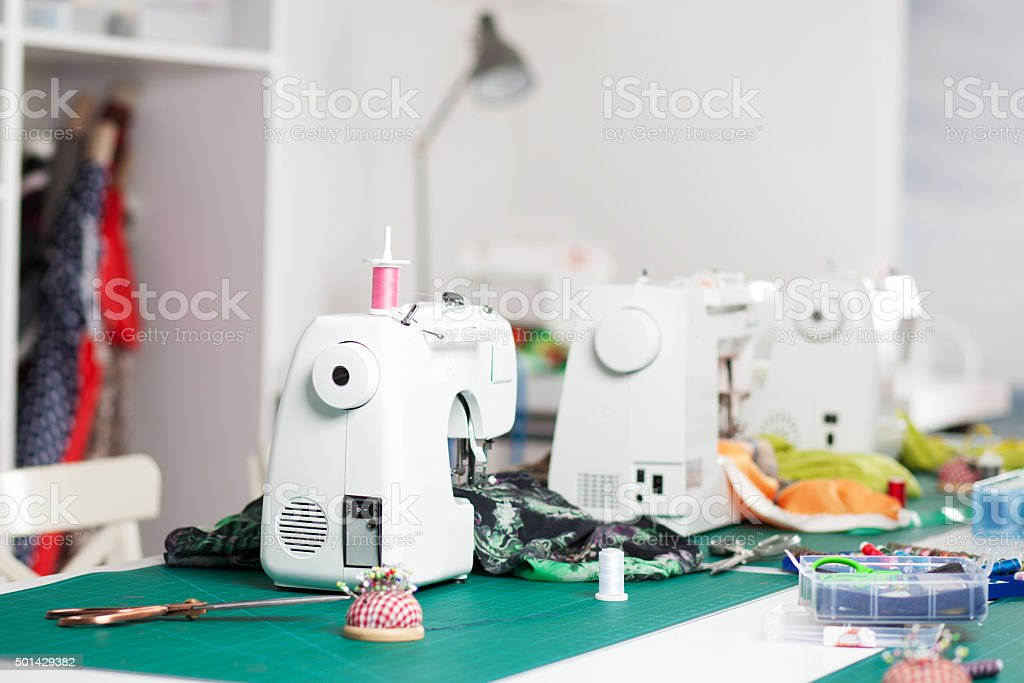 machines dans un atelier de couture - Photo