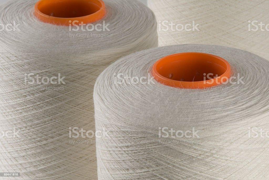Bobine di filo per cucire, fibra naturale, primo piano, vista sopraelevato foto stock royalty-free
