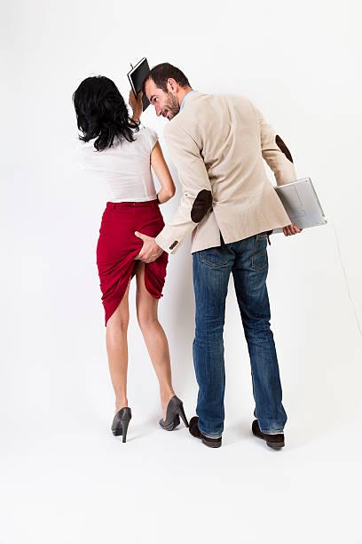 acoso sexual. mujer que sobrepasemos el aggresor con su agenda - buenos culos fotografías e imágenes de stock