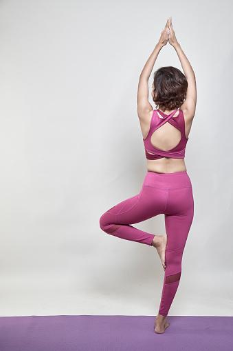 Sexy Achterkant Van Sportieve Vrouw Fitness Model Stockfoto en meer beelden van Actieve levenswijze