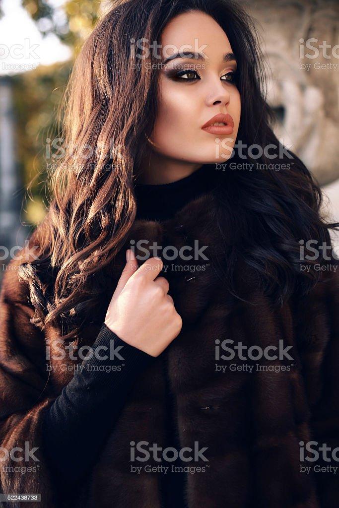 Nahaufnahme Einer Sexy Frau Im Pelz Stockfoto - Bild von