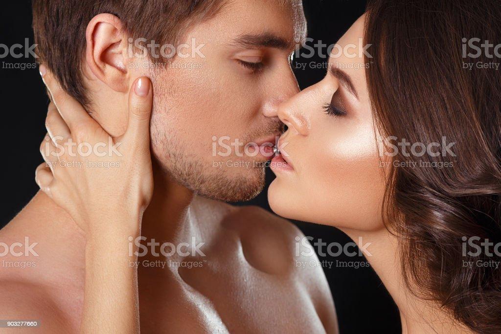 Relaciones sexuale entre parejas sin ropa interior