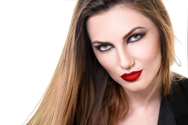 sexy schöne frau mit roten lippen. provokativ make-up. mode - vampir schminken frau stock-fotos und bilder
