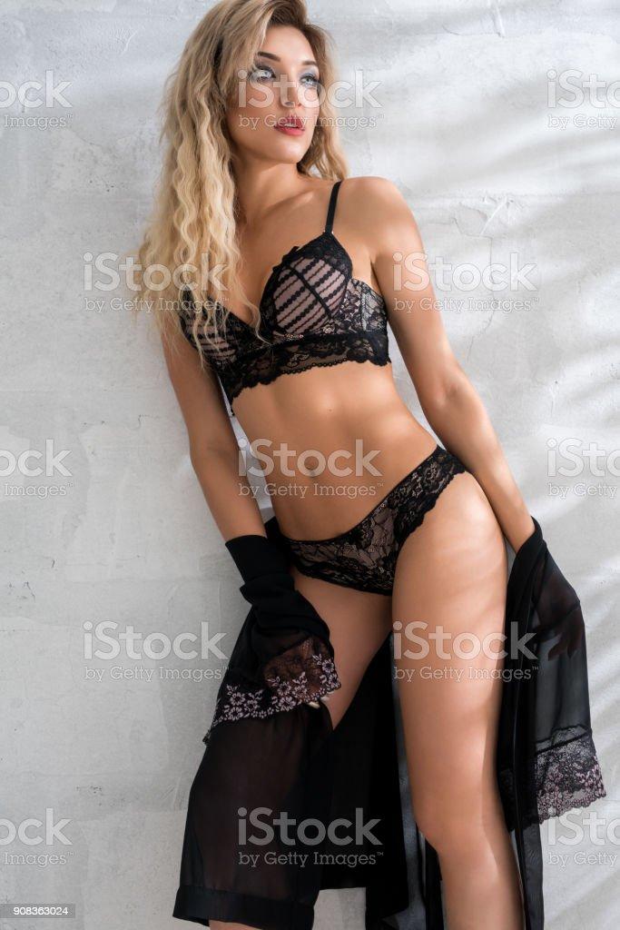 Sexy Blondine in Dessous Studioaufnahme – Foto