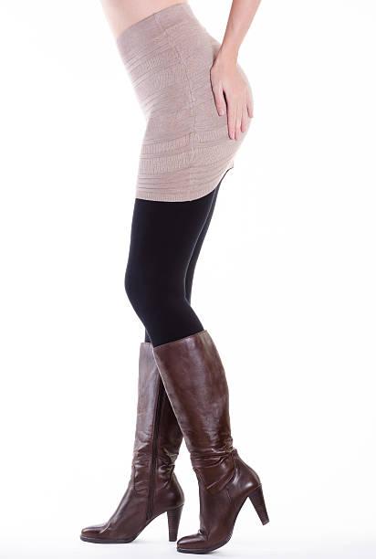 sexy braune leder-stiefel mit hohem absatz und stiletto - leder leggings stock-fotos und bilder
