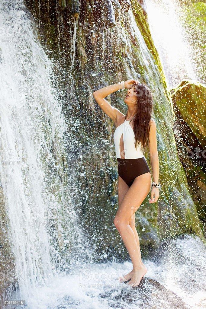 Женщина в купальнике под водой фото, фото порно вероники земановой