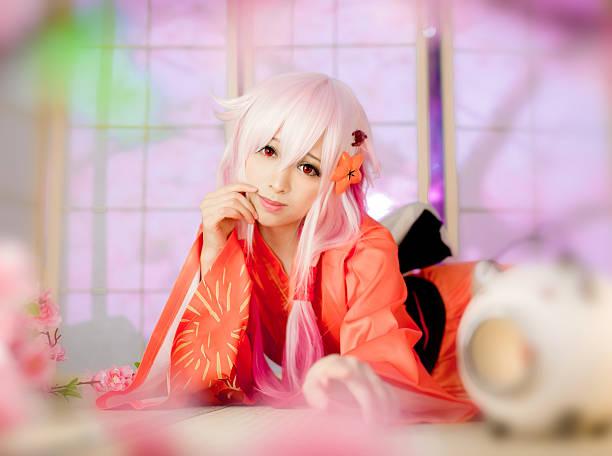 sexy kostümspiel mädchen sakura washitsu im tatami-zimmer - cartoon kostüme stock-fotos und bilder