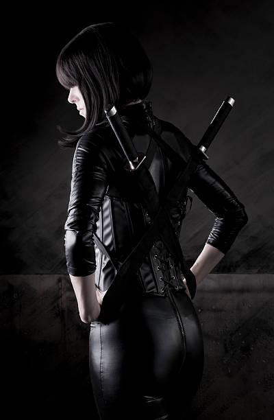 sexy weibliche killer series - ninja krieger stock-fotos und bilder