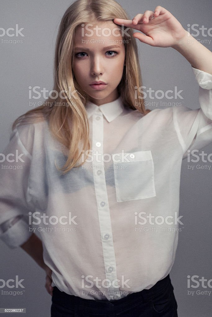 13a74e5ac4f90b Sexy Frau In Weißen Bluse Stockfoto und mehr Bilder von Attraktive ...