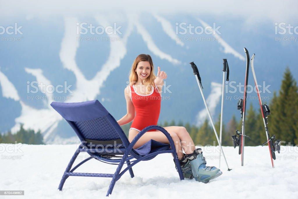 Sur Libre Longue De Droit Bleu Près Sexy Chaise Skieuse Photo F3lJcT1K