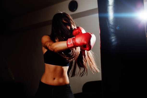 sexy fighter girl punching actively – Foto