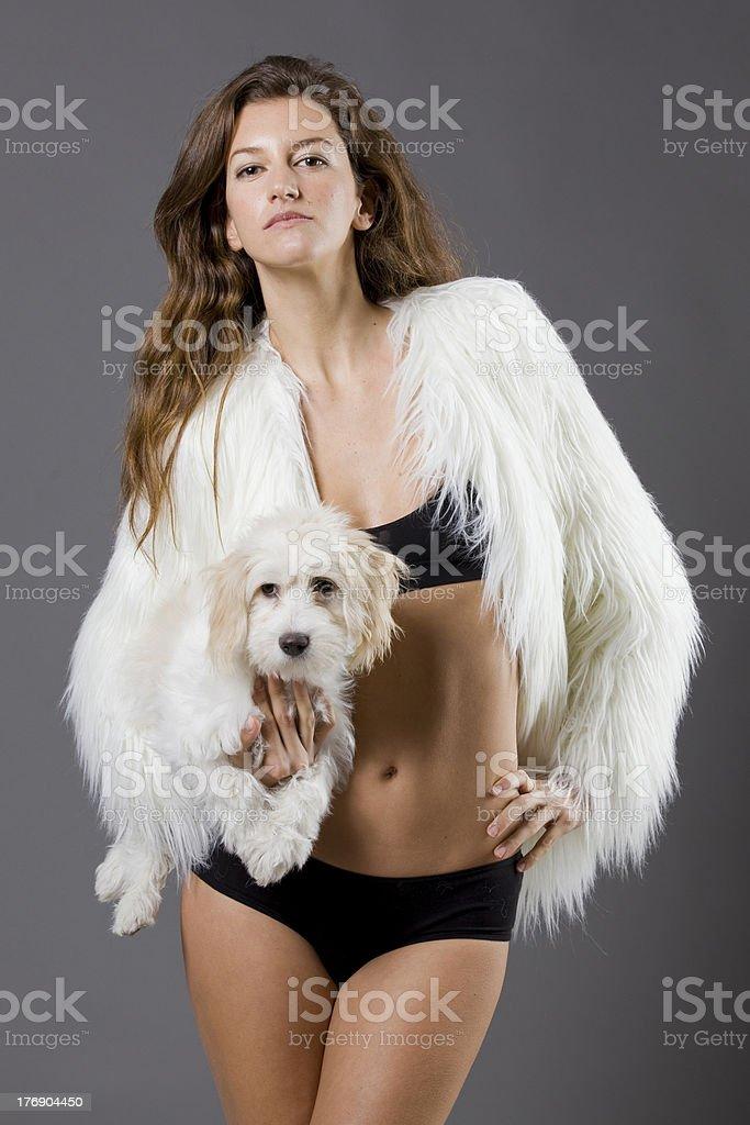 photo libre de droit de sexy femme avec les animaux de