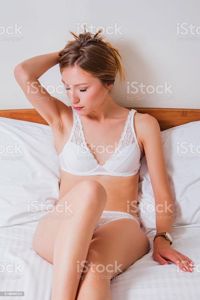 domashnie-foto-devushek-na-krovati-orgazmi-transvestitov-fontaniruyushie