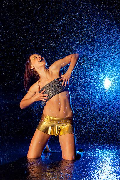 Sexy bailarina GOGO con teclado flexible - foto de stock