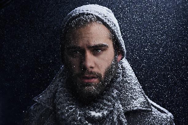 sexy im schnee - mützenschal stock-fotos und bilder