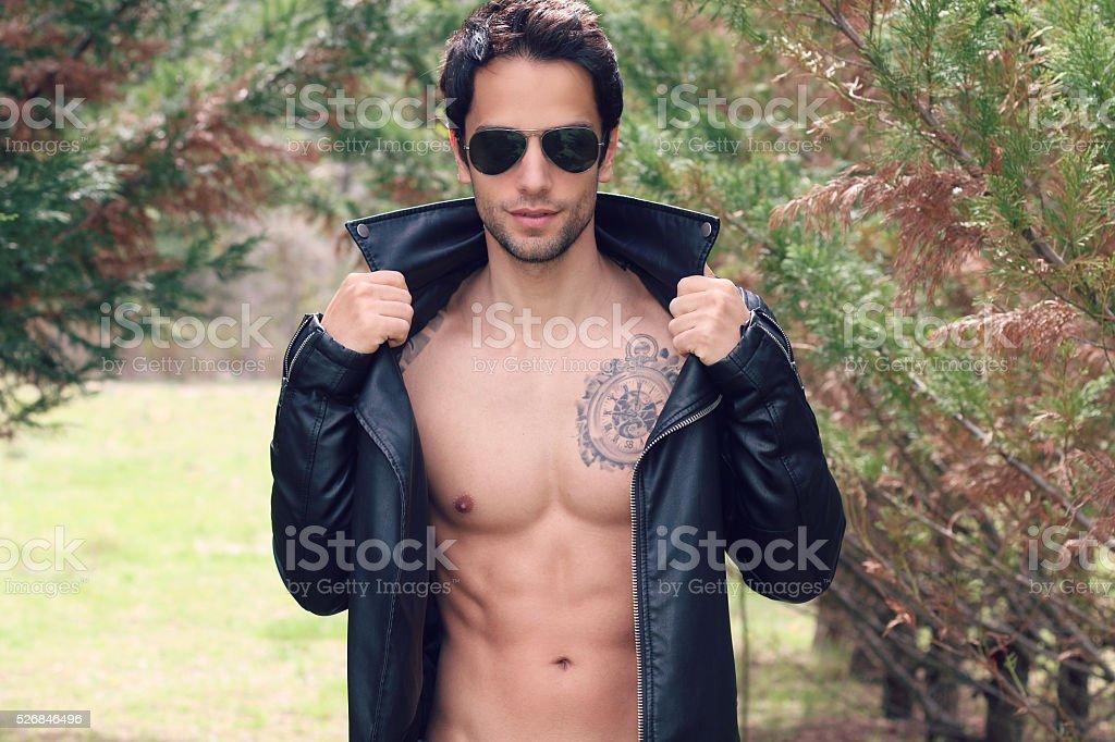 Сексуальная кожаная куртка для мужчин