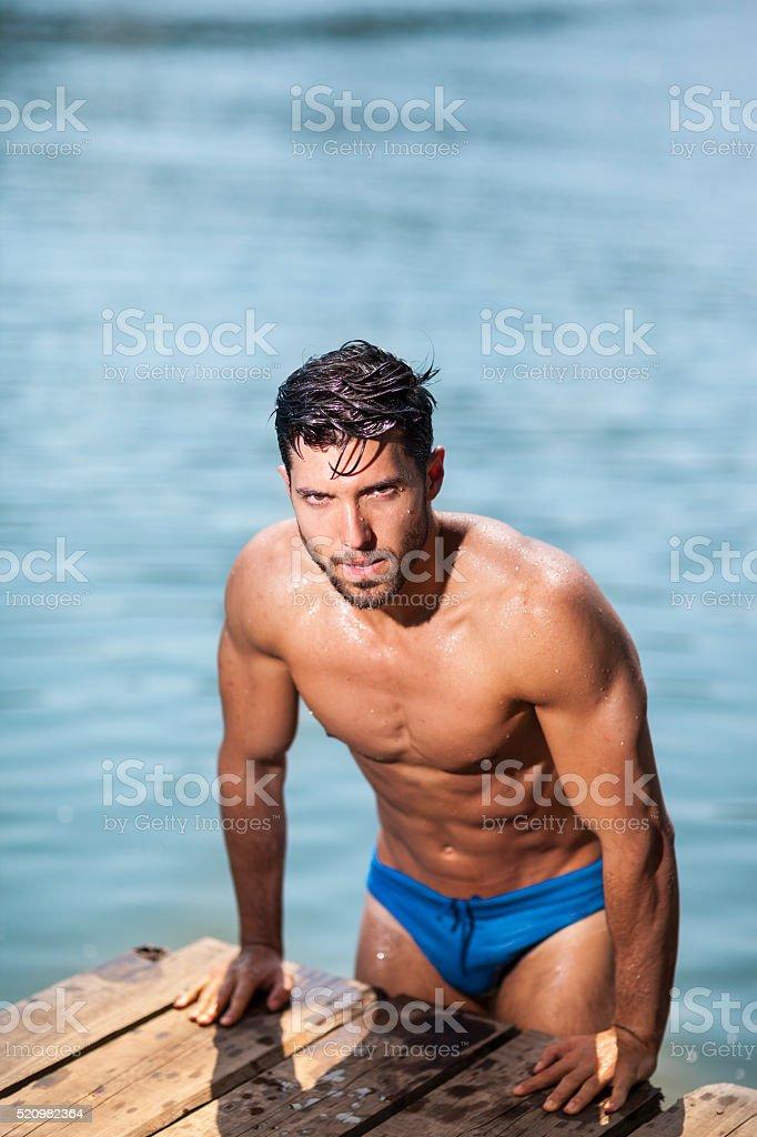 sexy Mann auf dem Wasser – Foto