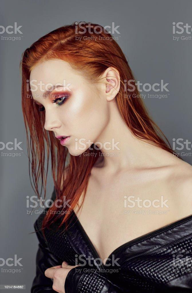 Chica Sexy Desnuda Hermosa Pelirroja Con El Pelo Largo Retrato De