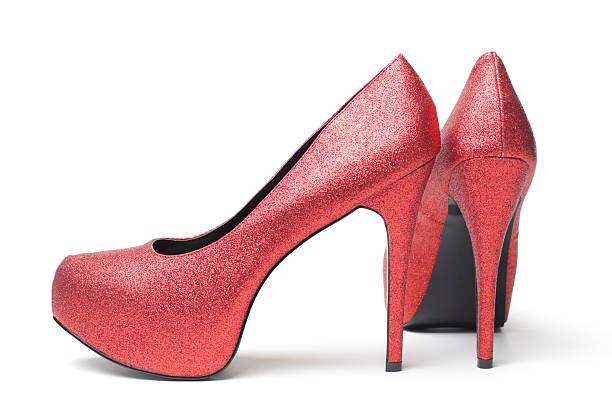 sexy rote high heel schuh - glitzer absätze stock-fotos und bilder
