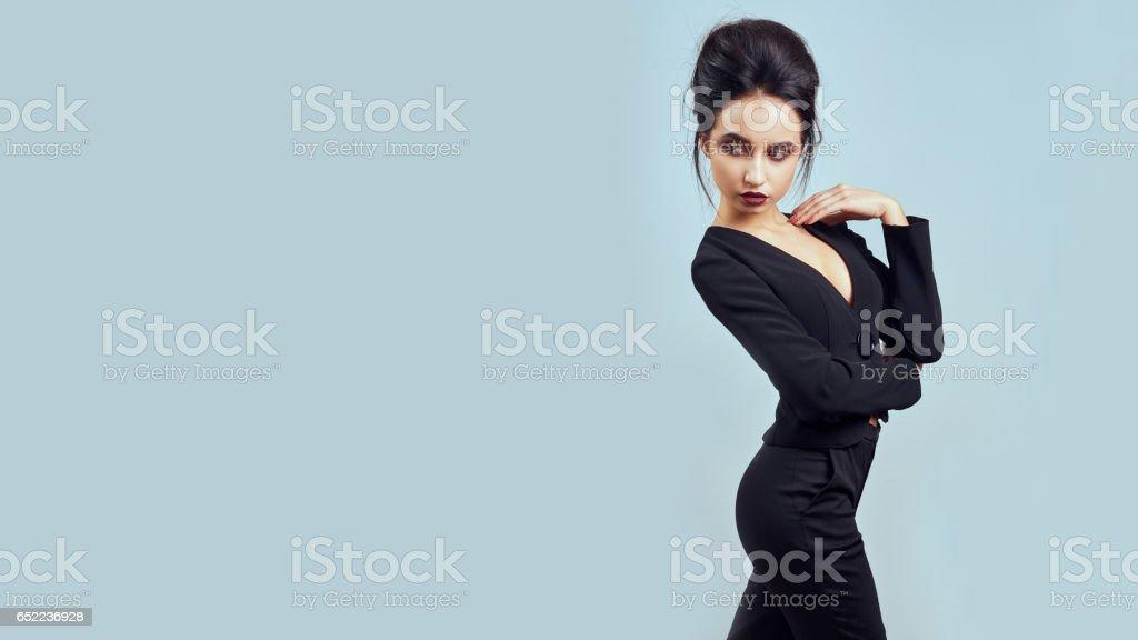b71ceee302b5a6 Photo libre de droit de Femme Brune Mince Sexy Qui Pose En Studio ...